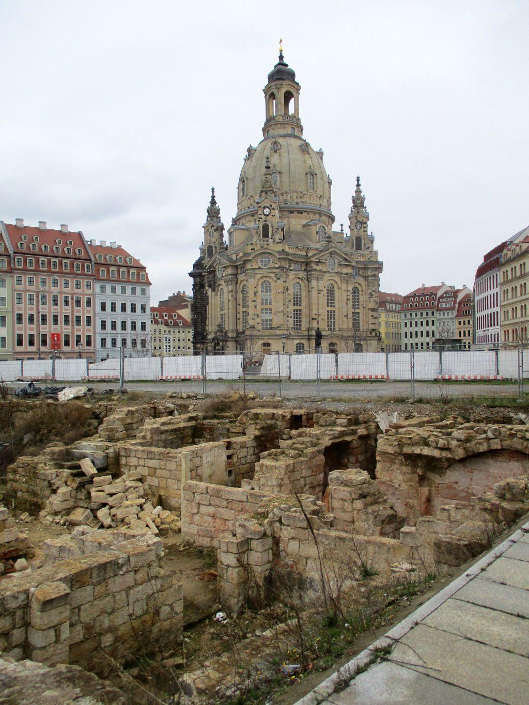 Frauenkirche a ruiny ze 2.sv.války